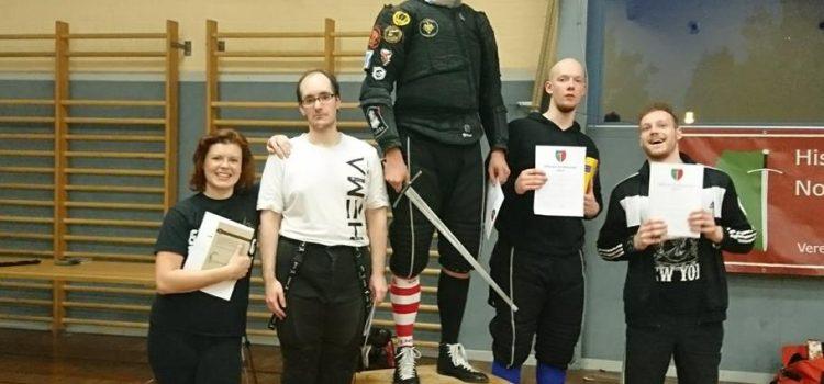 Linni gewinnt das Turnier von Schwertfechten Nordhessen
